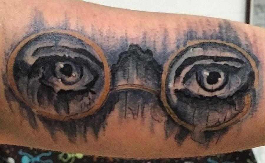 Olivia Totten shows off her tattoo from the Great Gatsby: The Eyes of Doctor T.J. Eckleburg